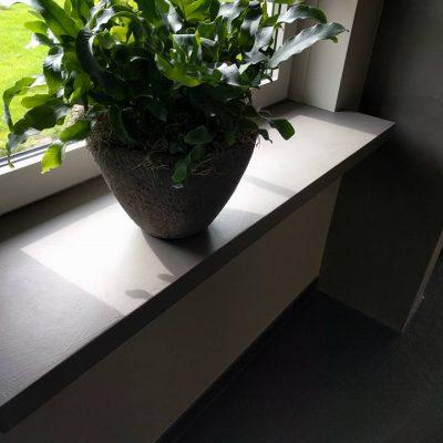 Erica vensterbank met betonlook