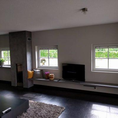 Erica woonkamer schouw en tv plank